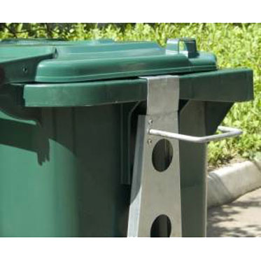Держатель инвентаря на мусорный контейнер