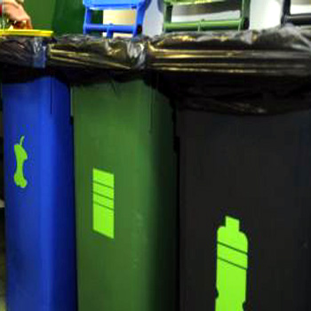 Пластиковые контейнеры для раздельного сбора мусора
