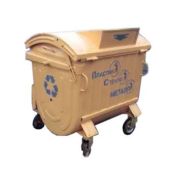 Окрашенный контейнер для раздельного сбора мусора (пластик, бумага, стекло)